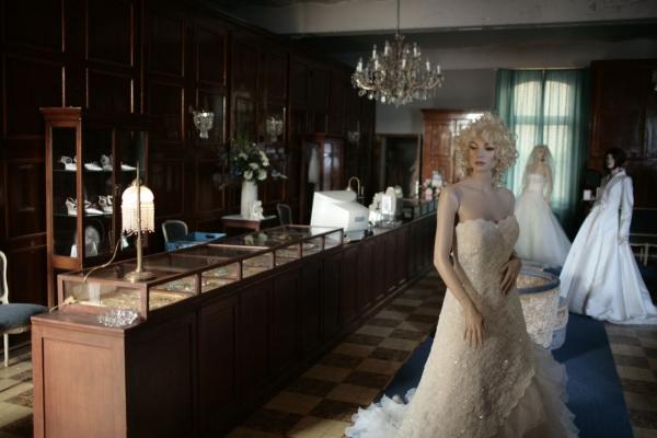 http://www.veravandesandt.com/files/gimgs/10_bridal-shop.jpg